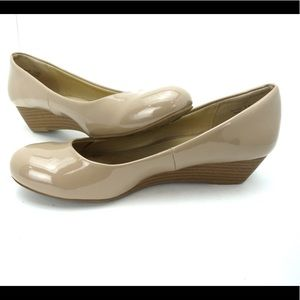 Chinese laundry nude wedge flats size 7.5